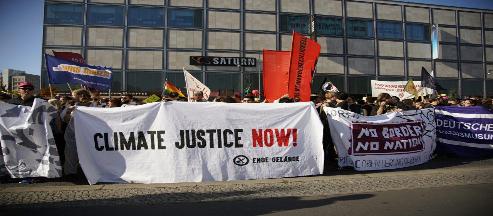 Berlin, 16.01.: Bechern statt Baggern. Steinkohle und Menschenrechte: Dreckige Deals mit Kolumbien